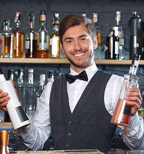 Barkeeper arbeiten in Hotels, Restaurants und Gastgewerbe