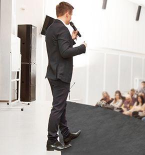 Moderatoren, Business-Moderatoren, Vertriebs-Moderatoren, Moderator, Moderatorin für Events, Messen, Meetings, Präsentationen, Moderation, Veranstaltungen, Kongressmessen, Feste, Businessmoderation und Kongressen mieten, buchen, finden und einsetzen.