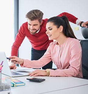 Einkäufer arbeiten für Wirtschaftsjobs, Arbeitsangebote, Stellen, Berufsangebote, Stellenangebote, Stellenanzeigen, Stellenausschreibungen, Vakanzen und sind am Arbeitsplatz, beim Beruf, bei der Arbeit, Arbeitsstelle, Beschäftigung als Bewerber, Anwärter, Kandidaten, Aspiranten, Angestellter, Arbeitnehmer, Berufstätiger, Mitarbeiter und Interessenten beschäftigt
