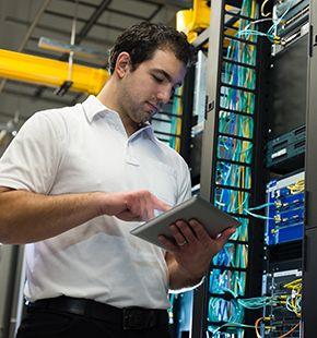 Elektrotechnik-Ingenieure arbeiten für Ingenieur Jobs, Ingenieurwesen Jobs, Arbeitsangebote, Stellen, Berufsangebote, Stellenangebote, Stellenanzeigen, Stellenausschreibungen, Vakanzen und sind am Arbeitsplatz, beim Beruf, bei der Arbeit, Arbeitsstelle, Beschäftigung als Bewerber, Anwärter, Kandidaten, Aspiranten, Angestellter, Arbeitnehmer, Berufstätiger, Mitarbeiter und Interessenten beschäftigt