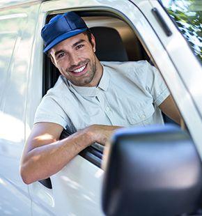 Fahrer arbeiten für Logistik Jobs, Lager Jobs, Lagerjobs, Arbeitsangebote, Stellen, Berufsangebote, Stellenangebote, Stellenanzeigen, Stellenausschreibungen, Vakanzen und sind am Arbeitsplatz, beim Beruf, bei der Arbeit, Arbeitsstelle, Beschäftigung als Bewerber, Anwärter, Kandidaten, Aspiranten, Angestellter, Arbeitnehmer, Berufstätiger, Mitarbeiter und Interessenten beschäftigt