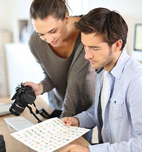 Journalisten arbeiten für Medien Jobs, Arbeitsangebote, Stellen, Berufsangebote, Stellenangebote, Stellenanzeigen, Stellenausschreibungen, Vakanzen und sind am Arbeitsplatz, beim Beruf, bei der Arbeit, Arbeitsstelle, Beschäftigung als Bewerber, Anwärter, Kandidaten, Aspiranten, Angestellter, Arbeitnehmer, Berufstätiger, Mitarbeiter und Interessenten beschäftigt