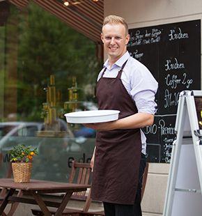 Kellner arbeiten für Gastronomie Jobs, Gastrojobs, Restaurant Jobs, Gastgewerbe Jobs, Arbeitsangebote, Stellen, Berufsangebote, Stellenangebote, Stellenanzeigen, Stellenausschreibungen, Vakanzen und sind am Arbeitsplatz, beim Beruf, bei der Arbeit, Arbeitsstelle, Beschäftigung als Bewerber, Anwärter, Kandidaten, Aspiranten, Angestellter, Arbeitnehmer, Berufstätiger, Mitarbeiter und Interessenten beschäftigt