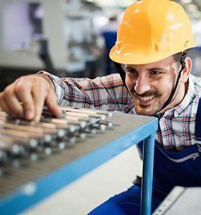 Kontrolleure arbeiten für Produktion Jobs, Fertigung Jobs, Arbeitsangebote, Stellen, Berufsangebote, Stellenangebote, Stellenanzeigen, Stellenausschreibungen, Vakanzen und sind am Arbeitsplatz, beim Beruf, bei der Arbeit, Arbeitsstelle, Beschäftigung als Bewerber, Anwärter, Kandidaten, Aspiranten, Angestellter, Arbeitnehmer, Berufstätiger, Mitarbeiter und Interessenten beschäftigt