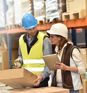 Lagerleiter arbeiten für Logistik Jobs, Lager Jobs, Lagerjobs, Arbeitsangebote, Stellen, Berufsangebote, Stellenangebote, Stellenanzeigen, Stellenausschreibungen, Vakanzen und sind am Arbeitsplatz, beim Beruf, bei der Arbeit, Arbeitsstelle, Beschäftigung als Bewerber, Anwärter, Kandidaten, Aspiranten, Angestellter, Arbeitnehmer, Berufstätiger, Mitarbeiter und Interessenten beschäftigt