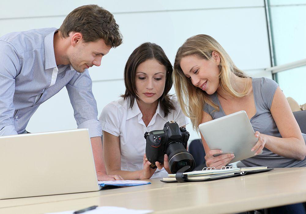 Medienpersonal wie Journalisten, Lektoren, Mediendesigner und Producer für Medien, Rekrutierung, Arbeitsangebote, Stellen, Berufsangebote, Stellenangebote, Stellenanzeigen, Stellenausschreibungen, Vakanzen und sind am Arbeitsplatz, beim Beruf, bei der Arbeit, Arbeitsstelle, Beschäftigung als Bewerber, Anwärter, Kandidaten, Aspiranten, Angestellter, Arbeitnehmer, Berufstätiger, Mitarbeiter und Interessenten beschäftigt bei uns als Personalagentur, Zeitarbeitsfirma, Zeitarbeitsunternehmen, Personal-Service-Agentur, Personaldienstleistungsagentur und Leiharbeitsfirma per Arbeitnehmer-Leasing, Arbeitnehmerüberlassung, Arbeitskräfte-Leasing, Arbeitskräfteüberlassung, Arbeitskraftüberlassung, Leiharbeit, Mitarbeiter-Leasing, Mitarbeiterleasing, Mitarbeiterüberlassung, Personaldienstleistung, Personalleasing, Personalüberlassung, Temporärarbeit, Zeitarbeit buchen, mieten, leihen oder langfristig neue Mitarbeiter für Jobs wie Medien Jobs, Schülerjobs, Ferienjobs, Aushilfsjobs, Studentenjobs, Werkstudentenjobs, Saisonjobs, Vollzeit Jobs, Teilzeit Jobs, Nebenjobs, Temporär Jobs, Gelegenheitsjobs per Personalvermittlung suchen, finden und vermittelt bekommen