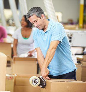 Packhilfen arbeiten für Produktion Jobs, Fertigung Jobs, Arbeitsangebote, Stellen, Berufsangebote, Stellenangebote, Stellenanzeigen, Stellenausschreibungen, Vakanzen und sind am Arbeitsplatz, beim Beruf, bei der Arbeit, Arbeitsstelle, Beschäftigung als Bewerber, Anwärter, Kandidaten, Aspiranten, Angestellter, Arbeitnehmer, Berufstätiger, Mitarbeiter und Interessenten beschäftigt