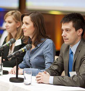 Pressesprecher arbeiten für Marketing Jobs, Werbung, Arbeitsangebote, Stellen, Berufsangebote, Stellenangebote, Stellenanzeigen, Stellenausschreibungen, Vakanzen und sind am Arbeitsplatz, beim Beruf, bei der Arbeit, Arbeitsstelle, Beschäftigung als Bewerber, Anwärter, Kandidaten, Aspiranten, Angestellter, Arbeitnehmer, Berufstätiger, Mitarbeiter und Interessenten beschäftigt