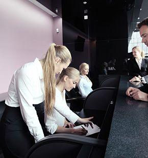 Rezeptionsmitarbeiter, Empfangsmitarbeiter, Leiharbeiter, Zeitarbeiter, Leiharbeitnehmer, Leihkraft, Temporärarbeiter arbeiten für Gastronomie Jobs, Gastrojobs, Hotel Jobs, Hotellerie Jobs, Restaurant Jobs, Gastgewerbe Jobs, Restaurants, Cafes, Hotels, Arbeitsangebote, Stellen, Berufsangebote, Stellenangebote, Stellenanzeigen, Stellenausschreibungen, Vakanzen und sind am Arbeitsplatz, beim Beruf, bei der Arbeit, Arbeitsstelle, Beschäftigung als Bewerber, Anwärter, Kandidaten, Aspiranten, Angestellter, Arbeitnehmer, Berufstätiger, Mitarbeiter und Interessenten beschäftigt bei uns als Personalagentur, Zeitarbeitsfirma, Zeitarbeitsunternehmen, Personal-Service-Agentur, Personaldienstleistungsagentur und Leiharbeitsfirma per Arbeitnehmer-Leasing, Arbeitnehmerüberlassung, Arbeitskräfte-Leasing, Arbeitskräfteüberlassung, Arbeitskraftüberlassung, Leiharbeit, Mitarbeiter-Leasing, Mitarbeiterleasing, Mitarbeiterüberlassung, Personaldienstleistung, Personalleasing, Personalüberlassung, Temporärarbeit, Zeitarbeit buchen, mieten, leihen oder langfristig neue Mitarbeiter für Jobs wie Schülerjobs, Ferienjobs, Aushilfsjobs, Studentenjobs, Werkstudentenjobs, Saisonjobs, Vollzeit Jobs, Teilzeit Jobs, Nebenjobs, Temporär Jobs, Gelegenheitsjobs per Personalvermittlung suchen, finden und vermittelt bekommen und arbeiten für Hotel Jobs, Arbeitsangebote, Stellen, Berufsangebote, Stellenangebote, Stellenanzeigen, Stellenausschreibungen, Vakanzen und sind am Arbeitsplatz, beim Beruf, bei der Arbeit, Arbeitsstelle, Beschäftigung als Bewerber, Anwärter, Kandidaten, Aspiranten, Angestellter, Arbeitnehmer, Berufstätiger, Mitarbeiter und Interessenten beschäftigt