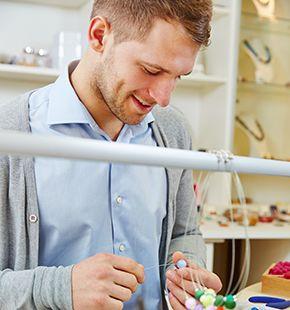 Schmuckdesigner, Leiharbeiter, Zeitarbeiter, Leiharbeitnehmer, Leihkraft, Temporärarbeiter arbeiten für Design Jobs, Arbeitsangebote, Stellen, Berufsangebote, Stellenangebote, Stellenanzeigen, Stellenausschreibungen, Vakanzen und sind am Arbeitsplatz, beim Beruf, bei der Arbeit, Arbeitsstelle, Beschäftigung als Bewerber, Anwärter, Kandidaten, Aspiranten, Angestellter, Arbeitnehmer, Berufstätiger, Mitarbeiter und Interessenten beschäftigt bei uns als Personalagentur, Zeitarbeitsfirma, Zeitarbeitsunternehmen, Personal-Service-Agentur, Personaldienstleistungsagentur und Leiharbeitsfirma per Arbeitnehmer-Leasing, Arbeitnehmerüberlassung, Arbeitskräfte-Leasing, Arbeitskräfteüberlassung, Arbeitskraftüberlassung, Leiharbeit, Mitarbeiter-Leasing, Mitarbeiterleasing, Mitarbeiterüberlassung, Personaldienstleistung, Personalleasing, Personalüberlassung, Temporärarbeit, Zeitarbeit buchen, mieten, leihen oder langfristig neue Mitarbeiter für Jobs wie Schülerjobs, Ferienjobs, Aushilfsjobs, Studentenjobs, Werkstudentenjobs, Saisonjobs, Vollzeit Jobs, Teilzeit Jobs, Nebenjobs, Temporär Jobs, Gelegenheitsjobs per Personalvermittlung suchen, finden und vermittelt bekommen und arbeiten für Hotel Jobs, Arbeitsangebote, Stellen, Berufsangebote, Stellenangebote, Stellenanzeigen, Stellenausschreibungen, Vakanzen und sind am Arbeitsplatz, beim Beruf, bei der Arbeit, Arbeitsstelle, Beschäftigung als Bewerber, Anwärter, Kandidaten, Aspiranten, Angestellter, Arbeitnehmer, Berufstätiger, Mitarbeiter und Interessenten beschäftigt
