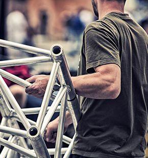 Stagehands, Messehelfer, Eventlogistiker, Eventpersonal, Helping Hands, Messebauhelfer, Messeaufbauhelfer, Messeabbauhelfer, Roadies, Bühnenhelfer, Messe-Aufbau-Helfer, Podestbauer, Kulissenbauer, Montagebauer, Arbeitshelfer, Aufbauhelfer, Abbauhelfer, Eventcrews, Eventhelfer, Event Hands, Rigger, Forklift Driver, Stapelfahrer, Local Crews, Sitecrews, Stage Crews, Transporter, Steelhands, Showcrews, Veranstaltungstechniker und sonstigen Helfer arbeiten für Event Jobs, Messe Jobs, Messejobs, Hostess Jobs, Kongressen Jobs, Veranstaltungsjobs, Arbeitsangebote, Stellen, Berufsangebote, Stellenangebote, Stellenanzeigen, Stellenausschreibungen, Vakanzen und sind am Arbeitsplatz, beim Beruf, bei der Arbeit, Arbeitsstelle, Beschäftigung als Bewerber, Anwärter, Kandidaten, Aspiranten, Angestellter, Arbeitnehmer, Berufstätiger, Mitarbeiter und Interessenten beschäftigt