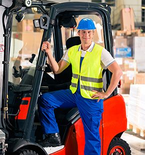 Staplerfahrer arbeiten für Logistik Jobs, Lager Jobs, Lagerjobs, Arbeitsangebote, Stellen, Berufsangebote, Stellenangebote, Stellenanzeigen, Stellenausschreibungen, Vakanzen und sind am Arbeitsplatz, beim Beruf, bei der Arbeit, Arbeitsstelle, Beschäftigung als Bewerber, Anwärter, Kandidaten, Aspiranten, Angestellter, Arbeitnehmer, Berufstätiger, Mitarbeiter und Interessenten beschäftigt