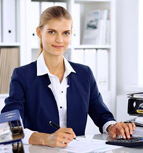 Wirtschaftsprüfer arbeiten für Wirtschaftsjobs, Arbeitsangebote, Stellen, Berufsangebote, Stellenangebote, Stellenanzeigen, Stellenausschreibungen, Vakanzen und sind am Arbeitsplatz, beim Beruf, bei der Arbeit, Arbeitsstelle, Beschäftigung als Bewerber, Anwärter, Kandidaten, Aspiranten, Angestellter, Arbeitnehmer, Berufstätiger, Mitarbeiter und Interessenten beschäftigt