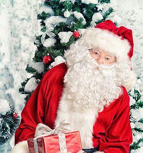 Weihnachtsmann im Kostüm im Shopping-Center für Promotion-Aktionen und Promotion-Kampagnen