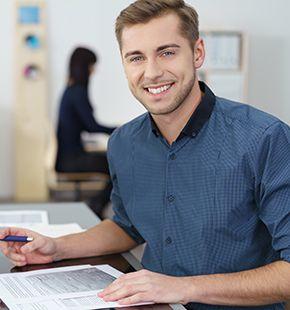 Büroleiter arbeiten für Büro Jobs, Office Jobs, Arbeitsangebote, Stellen, Berufsangebote, Stellenangebote, Stellenanzeigen, Stellenausschreibungen, Vakanzen und sind am Arbeitsplatz, beim Beruf, bei der Arbeit, Arbeitsstelle, Beschäftigung als Bewerber, Anwärter, Kandidaten, Aspiranten, Angestellter, Arbeitnehmer, Berufstätiger, Mitarbeiter und Interessenten