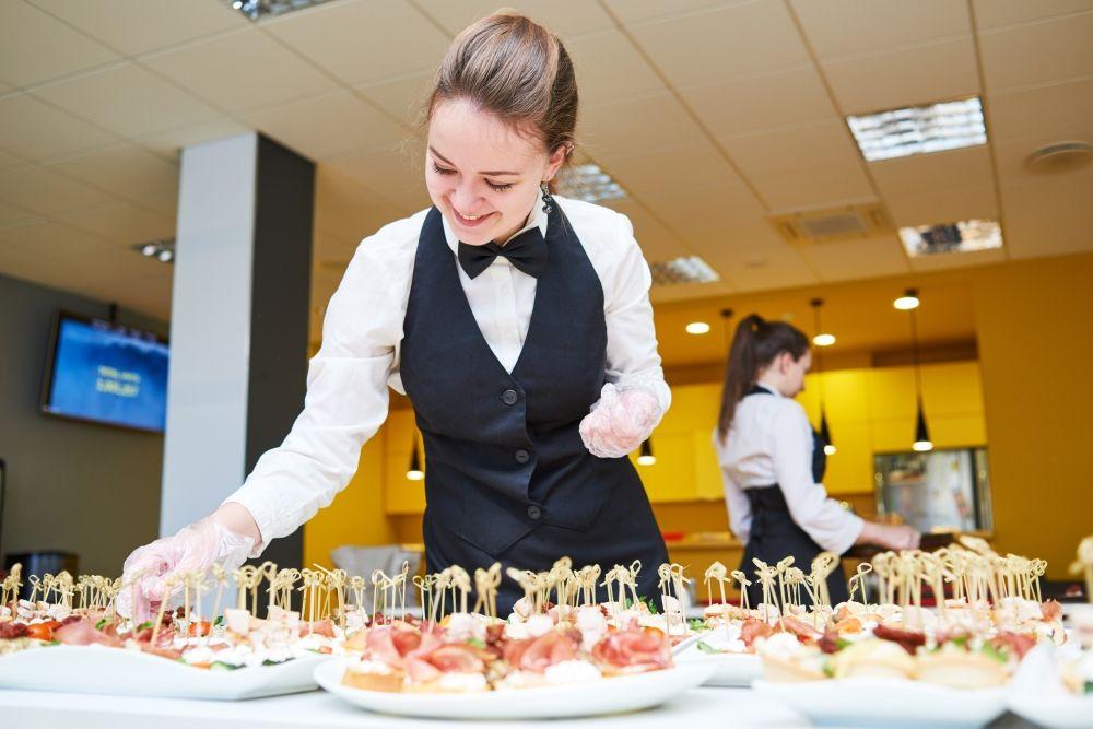 Catering-Hostessen, Cateringhostessen, Partry-Hostessen für Events, Messen, Veranstaltungen, Hochzeiten, Festen und Kongressen finden und buchen