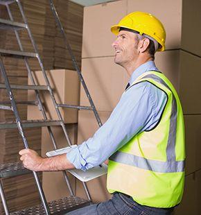 Lageristen und Fachlageristen arbeiten für Logistik Jobs, Lager Jobs, Lagerjobs, Arbeitsangebote, Stellen, Berufsangebote, Stellenangebote, Stellenanzeigen, Stellenausschreibungen, Vakanzen und sind am Arbeitsplatz, beim Beruf, bei der Arbeit, Arbeitsstelle, Beschäftigung als Bewerber, Anwärter, Kandidaten, Aspiranten, Angestellter, Arbeitnehmer, Berufstätiger, Mitarbeiter und Interessenten beschäftigt