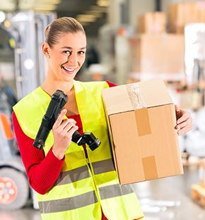 Lagerhelfer und Lagermitarbeiter arbeiten für Logistik Jobs, Lager Jobs, Lagerjobs, Arbeitsangebote, Stellen, Berufsangebote, Stellenangebote, Stellenanzeigen, Stellenausschreibungen, Vakanzen und sind am Arbeitsplatz, beim Beruf, bei der Arbeit, Arbeitsstelle, Beschäftigung als Bewerber, Anwärter, Kandidaten, Aspiranten, Angestellter, Arbeitnehmer, Berufstätiger, Mitarbeiter und Interessenten beschäftigt