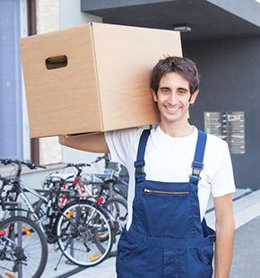 Umzugshelfer und Möbelpacker arbeiten für Logistik Jobs, Lager Jobs, Lagerjobs, Arbeitsangebote, Stellen, Berufsangebote, Stellenangebote, Stellenanzeigen, Stellenausschreibungen, Vakanzen und sind am Arbeitsplatz, beim Beruf, bei der Arbeit, Arbeitsstelle, Beschäftigung als Bewerber, Anwärter, Kandidaten, Aspiranten, Angestellter, Arbeitnehmer, Berufstätiger, Mitarbeiter und Interessenten beschäftigt