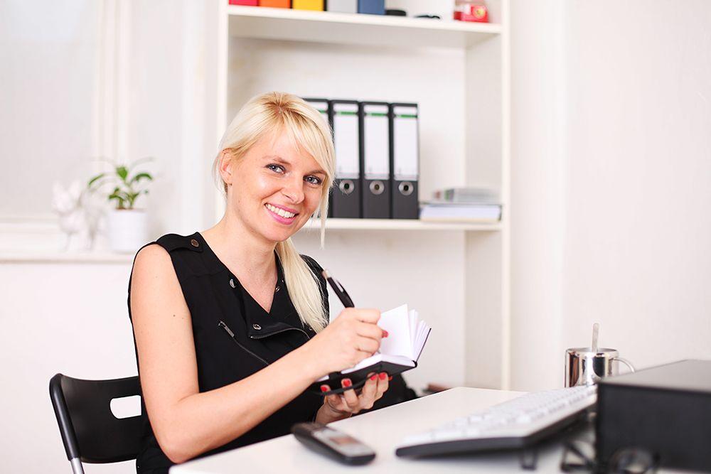 Büroassistenten und Büroassistentin per Zeitarbeit, Personalüberlassung und Personalvermittlung für Büros, Büroarbeit, Urlaubsvertretung und Rekrutierung buchen, leihen, mieten und finden