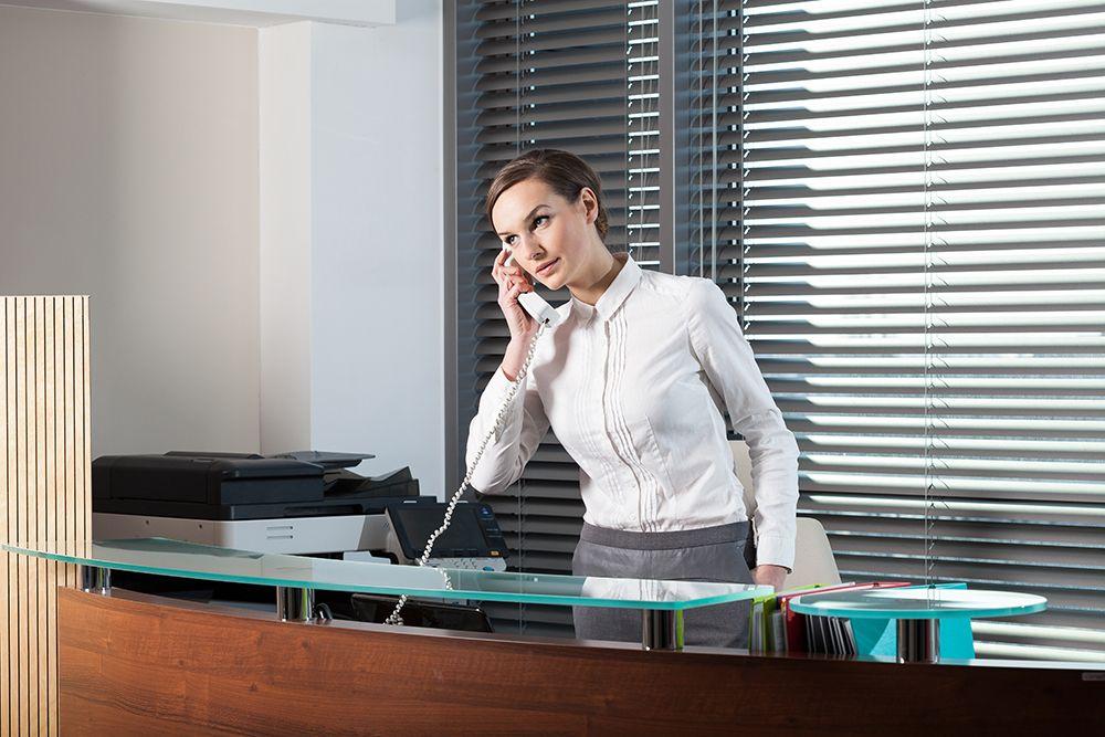 Empfangsmitarbeiter und Rezeptionistin per Zeitarbeit, Personalüberlassung und Personalvermittlung für Büros, Büroarbeit, Urlaubsvertretung und Rekrutierung buchen, leihen, mieten und finden