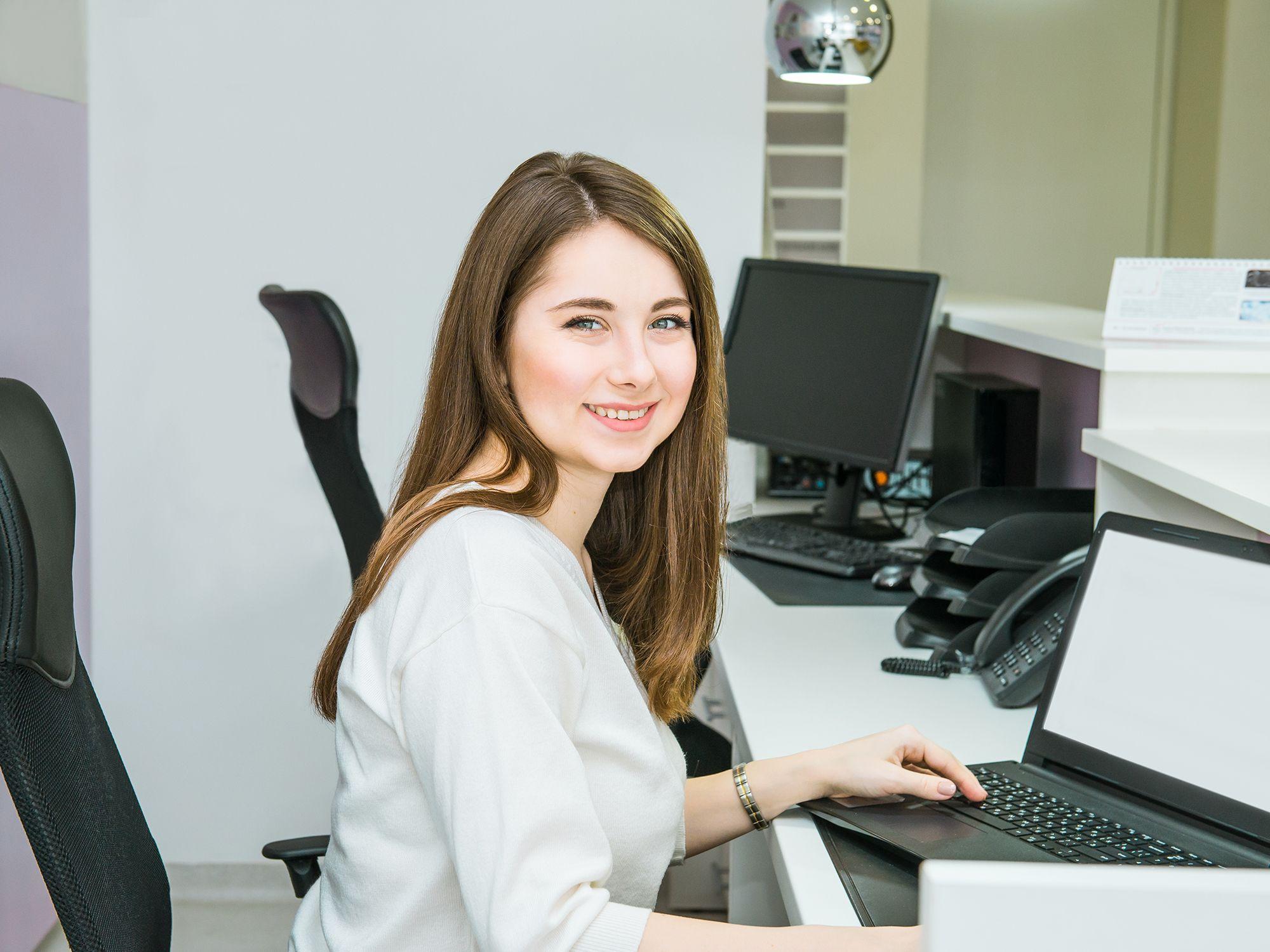 Level 1 - Empfangsmitarbeiter wie Rezeptionistin, Rezeptionisten, Empfangskräfte, Empfangsdamen, Empfangsherren, Empfangskraft, Empfangsassistenten, Empfangsassistentin, Empfangsangestellte, Empfangsassistenz, Empfangschef, Empfangspersonal, Empfangssekretärin, Empfangsservice, Front Office Agent, Front Office Manager, Rezeptionsmitarbeiter, Rezeptionsfachkraft, Tresenkraft, Tresenmitarbeiter, Bürohilfskraft, Bürofachkraft und Bürokraft für Büros, Büroarbeit, Büroaufgaben, Bürotätigkeiten, Büroorganisation, Urlaubsvertretung und Rekrutierung per Zeitarbeit, Arbeitnehmerüberlassung, Personalüberlassung und Personalvermittlung buchen und finden
