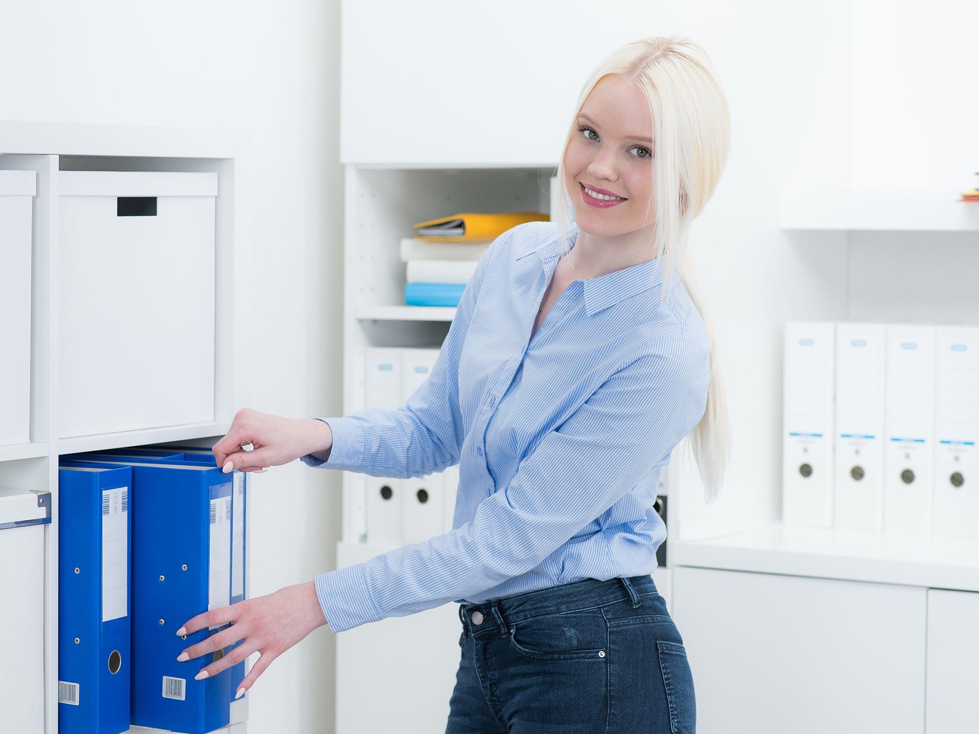 Level 5 - Bürohelfer wie Büroaushilfen, Bürohilfen, Bürohilfskraft, Bürofachkraft und Bürokraft für Büros, Büroarbeit, Büroaufgaben, Bürotätigkeiten, Büroorganisation, Urlaubsvertretung und Rekrutierung per Zeitarbeit, Arbeitnehmerüberlassung, Personalüberlassung oder Personalvermittlung finden und buchen